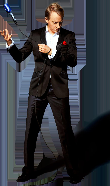 Komikern Håkan Berg håller i en svävande mikrofon på ett coolt sätt.